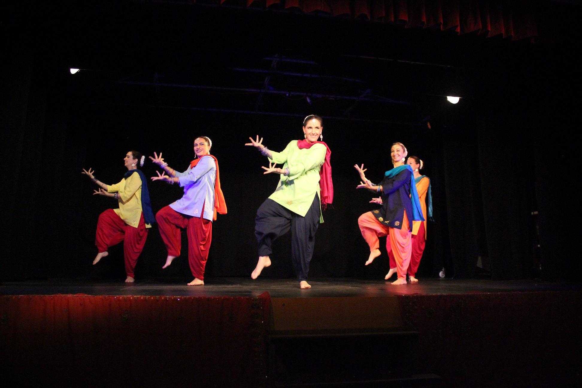 Elisabeth & die Bollygirls bei der Show Colours of Orient 2018