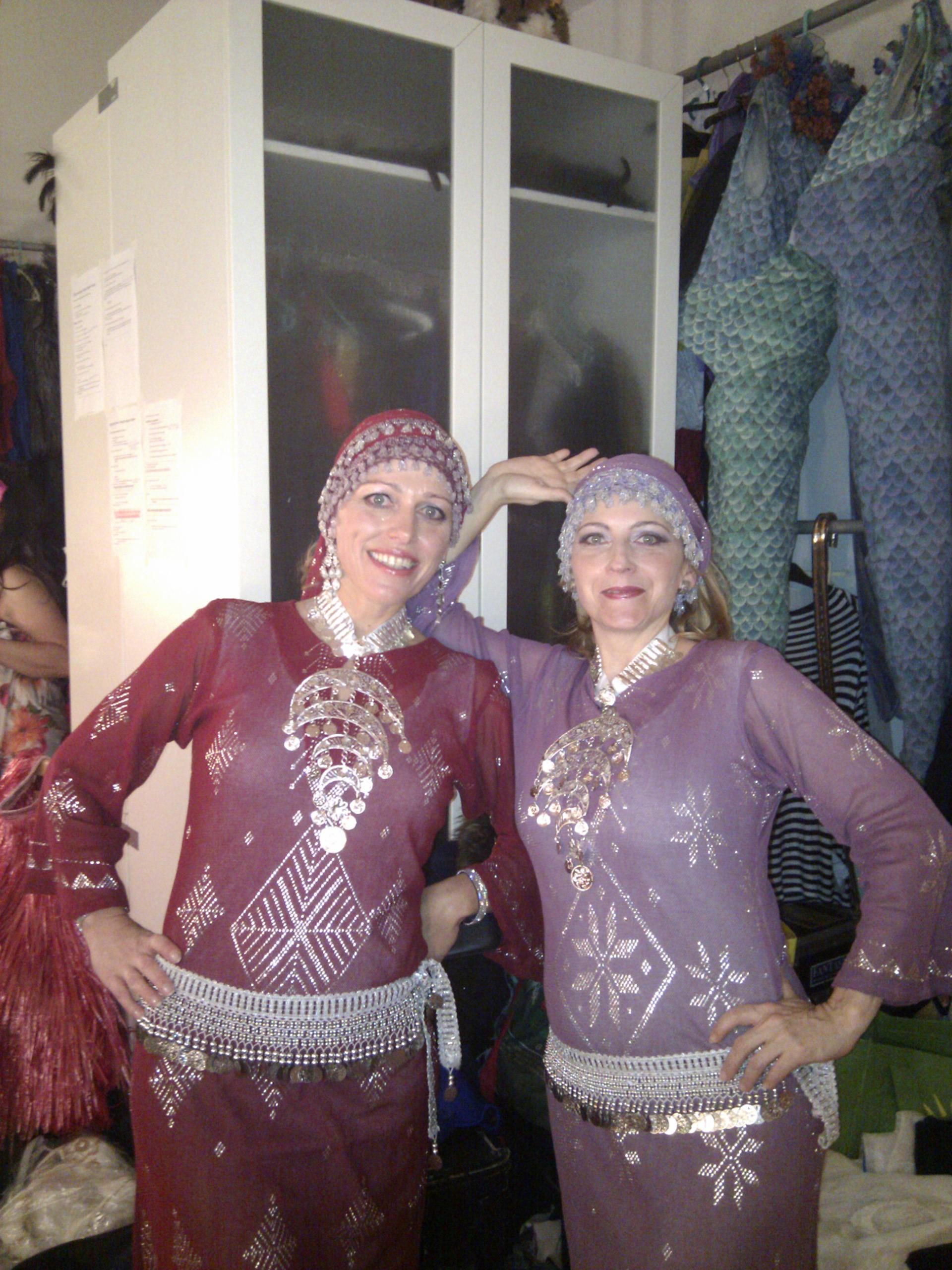 Maria und Gabriele Backstage bei der Show Adiosa in Innsbruck