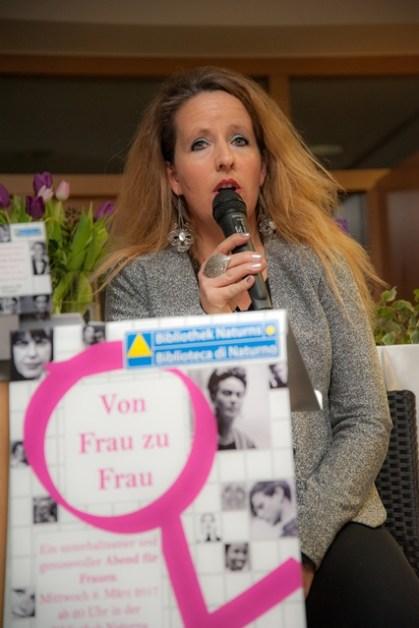 Von Frau zu Frau Gabi Hofer Direktorin Bibliothek Naturns